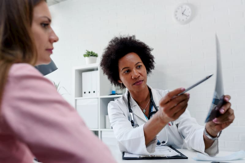 patient-consulting-with-doctor-regarding-operation-Michael-J-Streitmann-MD-Houston